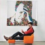 Vik Muniz e seu auto-retrato feito com brinquedos deplástico